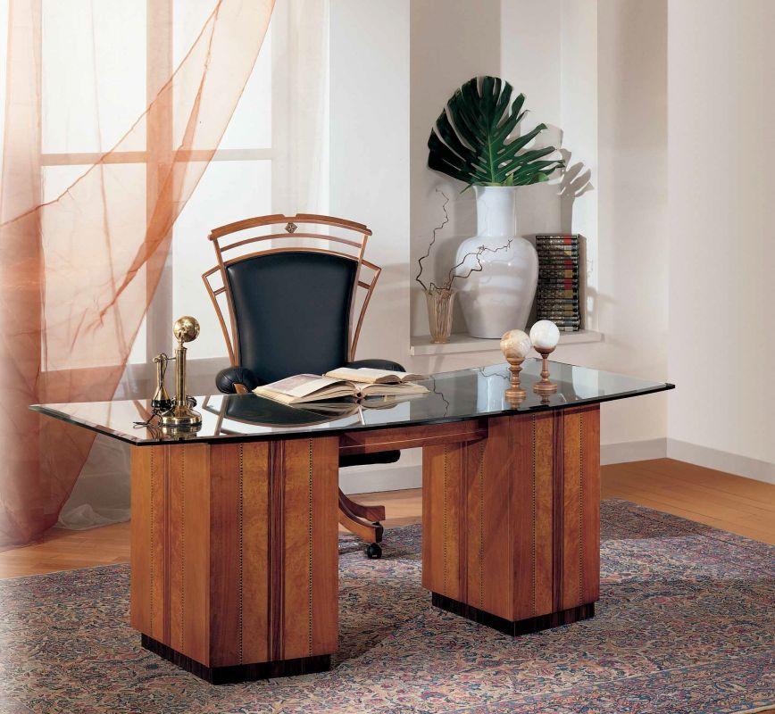 Klassischer Schreibtisch C400